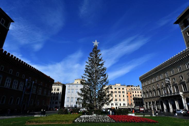 Múzeumba kerülhet Róma botrányos karácsonyfája