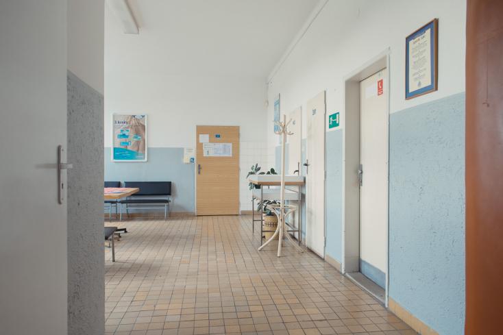 Koronavírus-gyanús nő hozta világra gyermekét egy szlovákiai kórházban