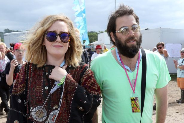 Adele három év után válik