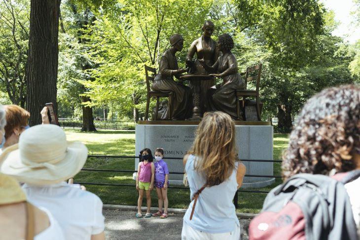 Először állítottak szobrot létező női történelmi személyiségeknek a New York-i Central Parkban