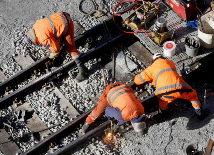 Üdülést fizetett a vasút a házaspárnak, míg a vágányt javították