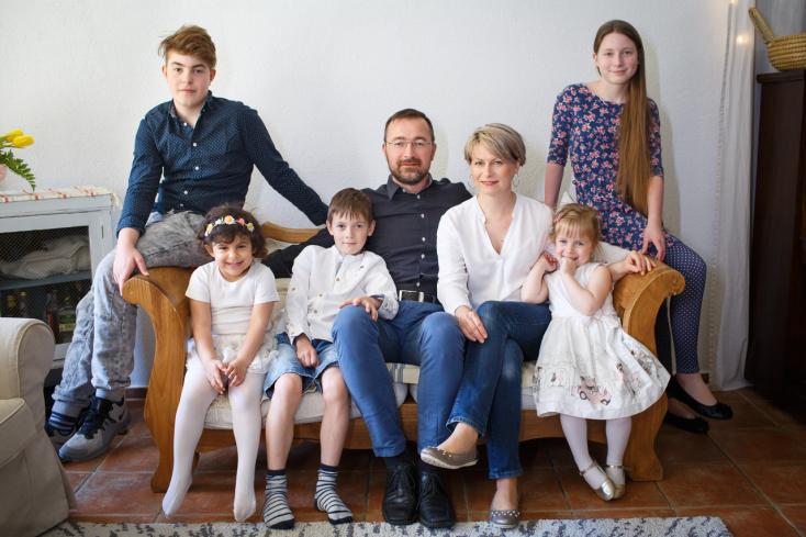 Ízig-vérig szülők – a Süll család csodálatos története