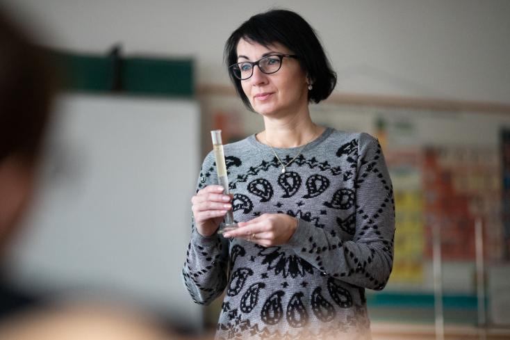 Szívvel-lélekkel a kémiáért – A dunaszerdahelyi Szabó Gyula Alapiskola nívós díjban részesült tanárnőjével beszélgettünk