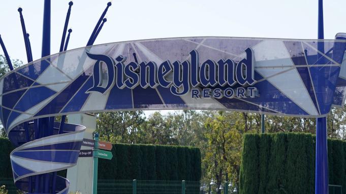 Hatalmas oltóközpont lesz a kaliforniai Disneylandben
