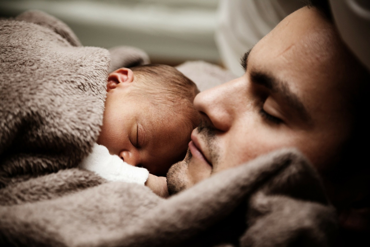 A svédeknél az apák is kapnak 30 nap szülési szabadságot