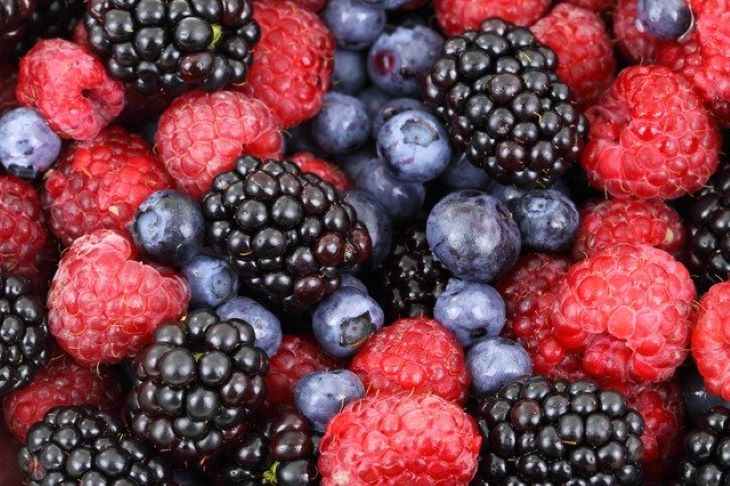 Több gyümölcsöt esznek a nők és az iskolázottabb emberek