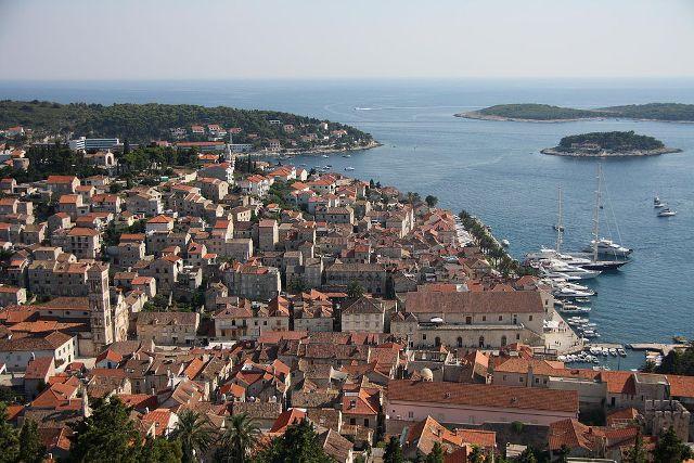 Hatszáz euróra is megbüntethetik a Hvar szigetén meztelenkedőket