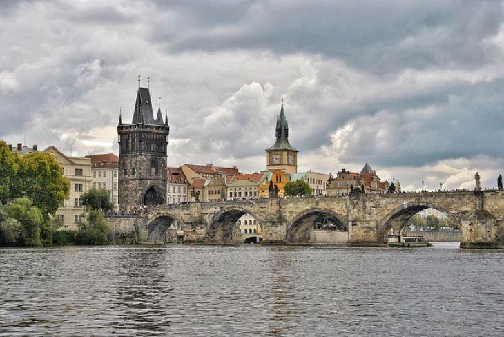 Csehországban a korábbi évek átlagának a felére csökkent a turisták száma tavaly