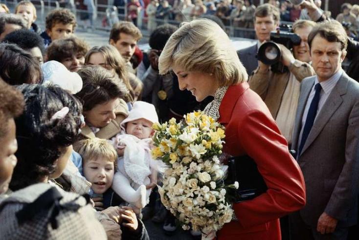 Diana hercegnőről nevezik el a teret, amelynek közelében életét vesztette