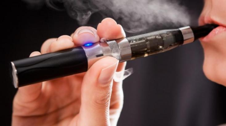 Betiltották az aromákkal ízesített elektromos cigarettákat