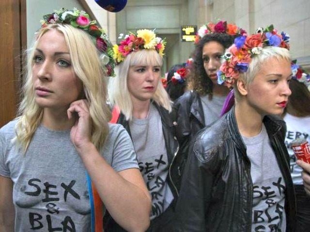 Kefírrel és fertőtlenítő oldattal öntötték le a feministákat Kijevben
