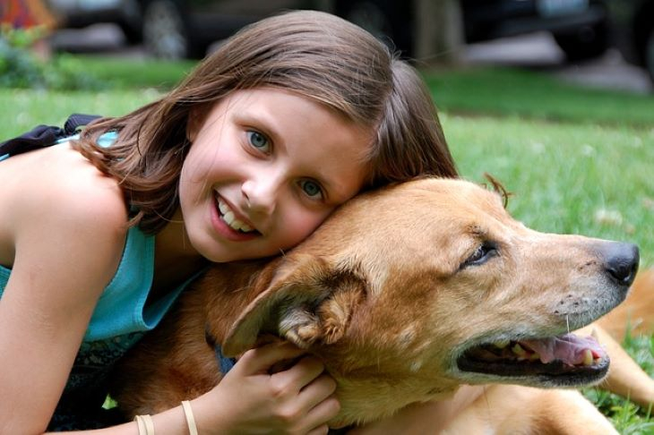 A kutyák összehangolják viselkedésüket a gyerekekkel