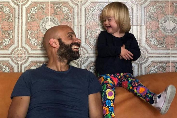 Egyedülálló férfi fogadta örökbe a Down-szindrómás kislányt, akit húsz család utasított vissza