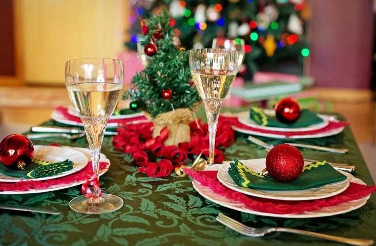 Éljen a szeretet ünnepe: pénzt kért a karácsonyi vacsoráért a nagymama