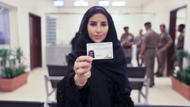 Szaúd-Arábiában első alkalommal állítottak ki jogosítványt nőknek