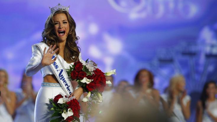 Nem vonultak fel fürdőruhában a  szépségkirálynő-jelöltek – emiatt 1 millióval kevesebben nézték a szépségversenyt a tévében