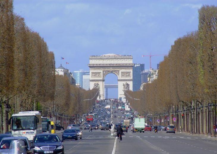 A Champs-Élysées megújítását tervezik a párizsi olimpiát követően