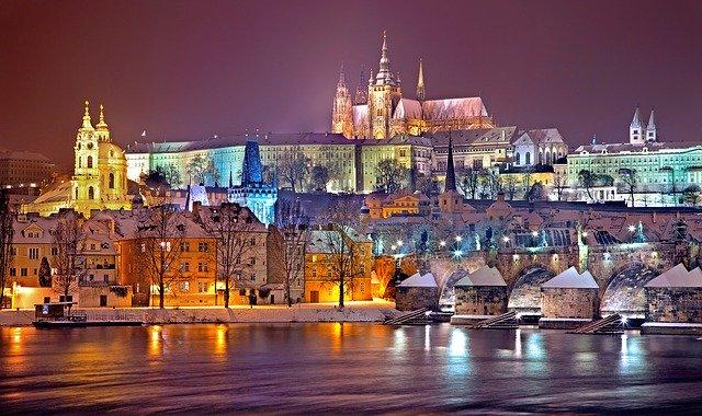 Mintegy 700 ezer turista látogat decemberben Prágába