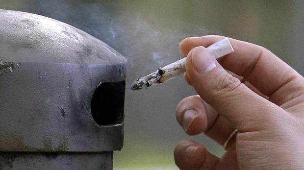 Dohányzási tilalmat vezetnek be a párizsi közparkokban