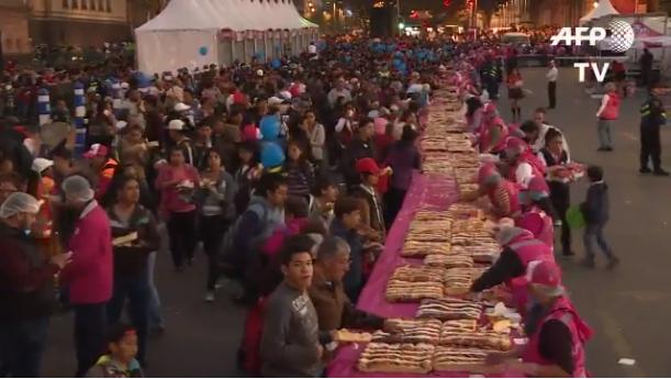 Több mint 250 ezren ettek ebből a hatalmas sütiből