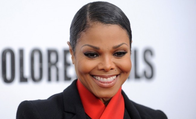 Janet Jackson rajongói attól félnek, hogy leeshet kedvencük orra
