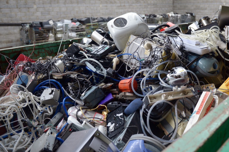 Franciaországban betiltják az el nem adott fogyasztási cikkek megsemmisítését