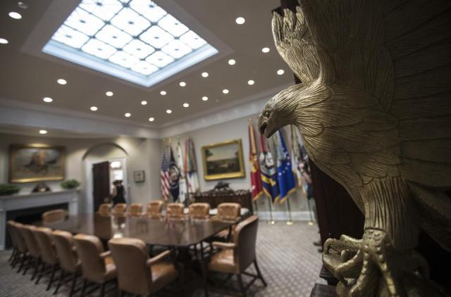Új dekorációk díszítik a Fehér Házat – a falakat is újrafestették