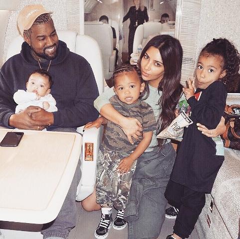 Nagyon úgy néz ki, hogy úton van Kim Kardashianék negyedik gyermeke