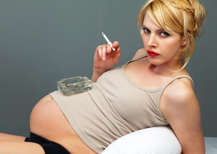 Az eddig ismertnél is súlyosabb következményei vannak egy kismama dohányzásának