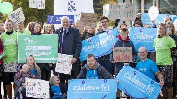 Skóciában büntetendő lett a szülői pofon