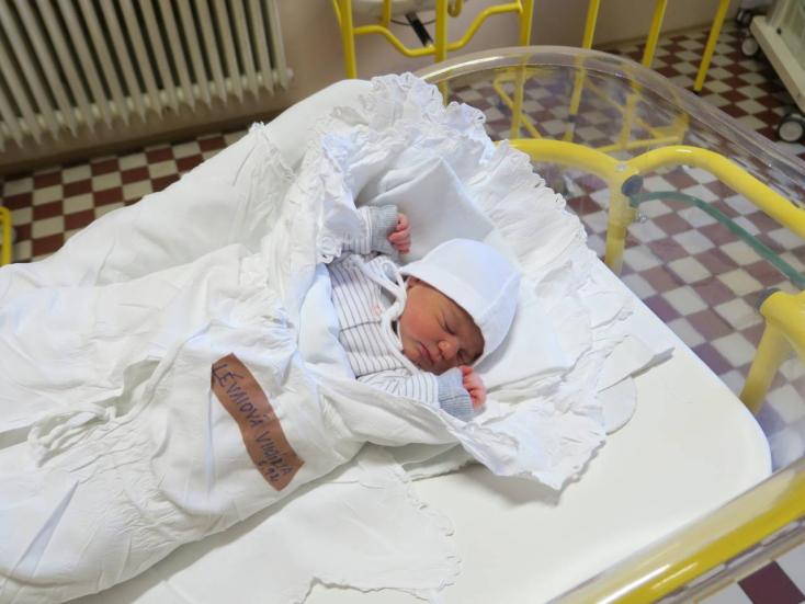 Egy perccel éjfél után született egy gútai kislány Komáromban!